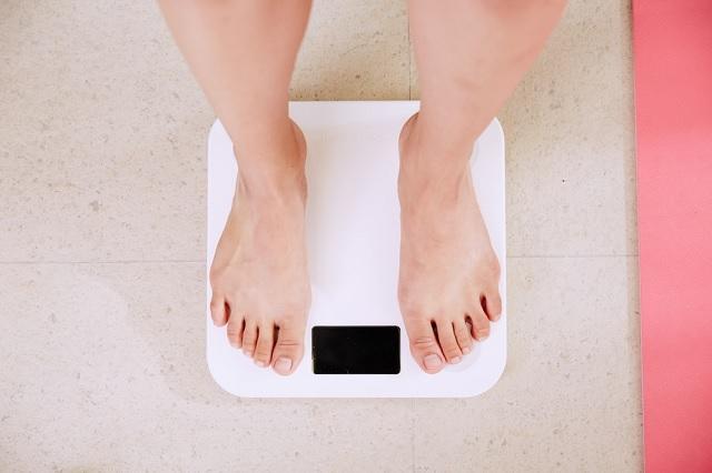 ダイエットにおすすめの体重計5選!内臓脂肪・皮下脂肪まで計測できる体組成計